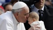 Papado de Francisco chega a 5 anos entre aplausos e resistência.
