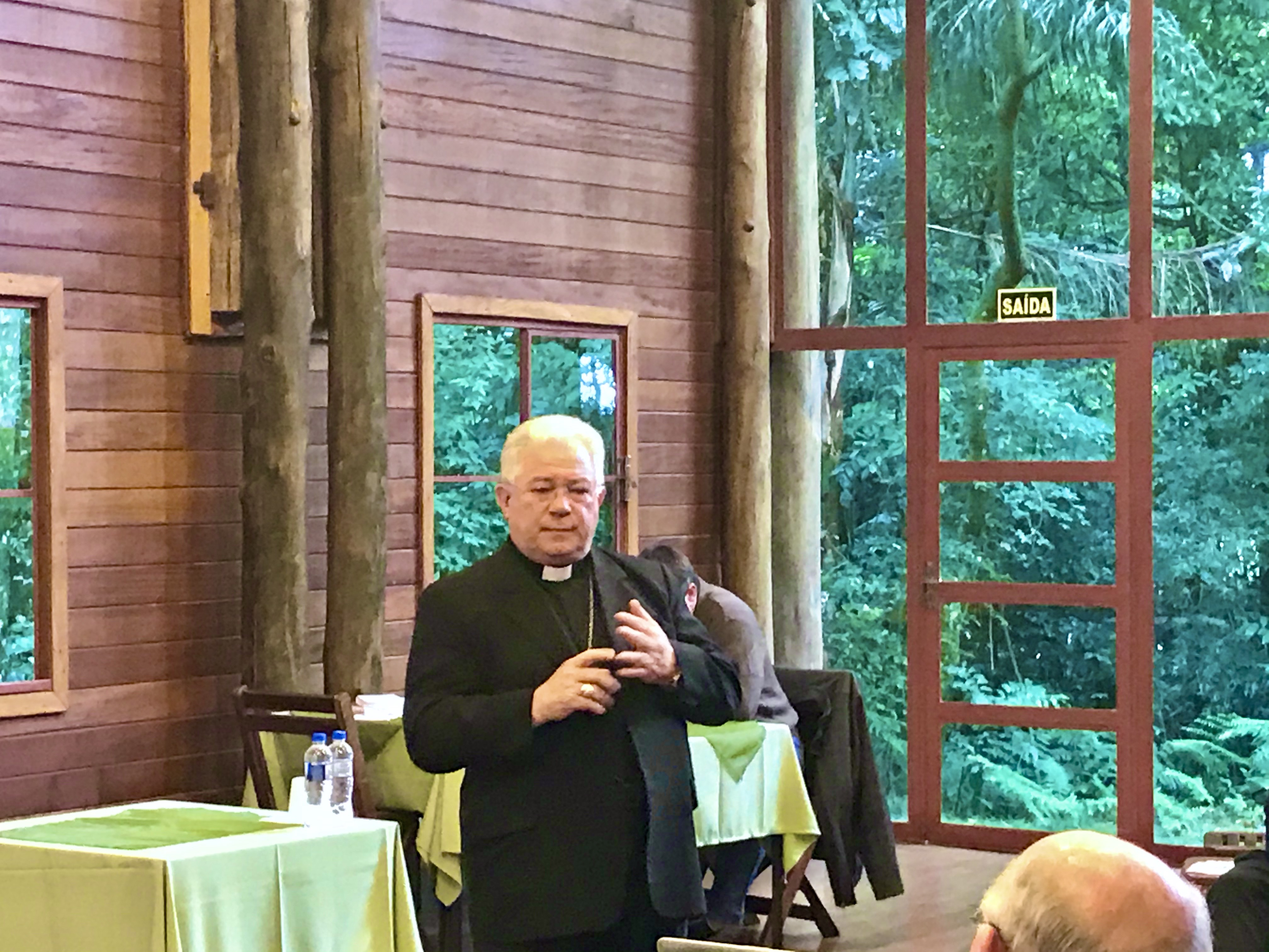 Padres e diáconos participam da última reunião do ano
