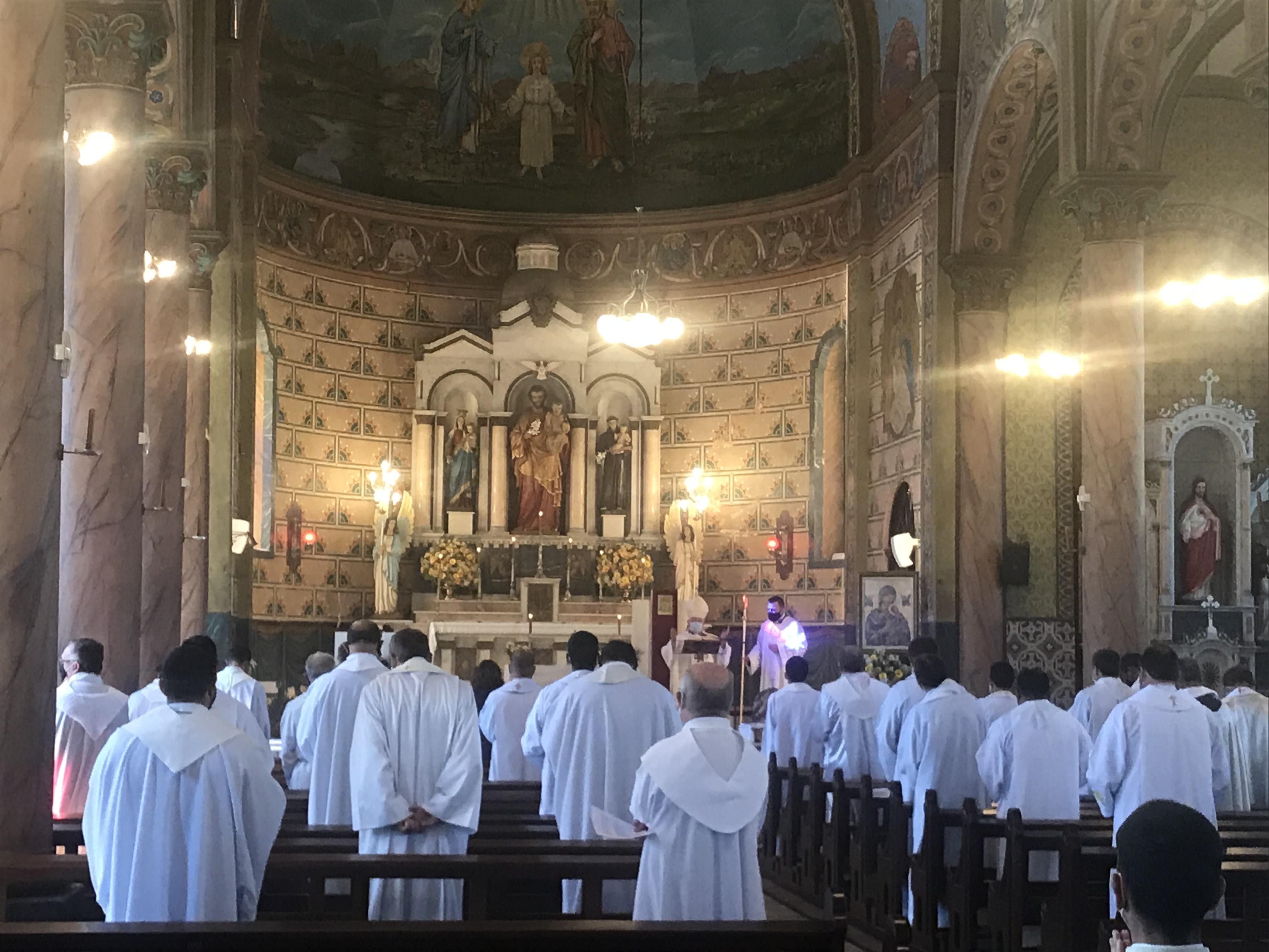 Missa do Crisma na Catedral de São José dos Pinhais
