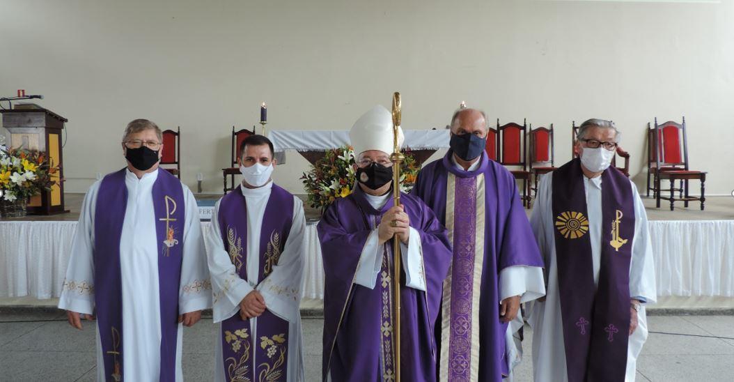 Padres André Marmilicz e Pedro Klidzio tomam posse no Santuário.
